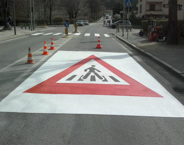 segnaletica stradale - segnale di attraversamento pedonale